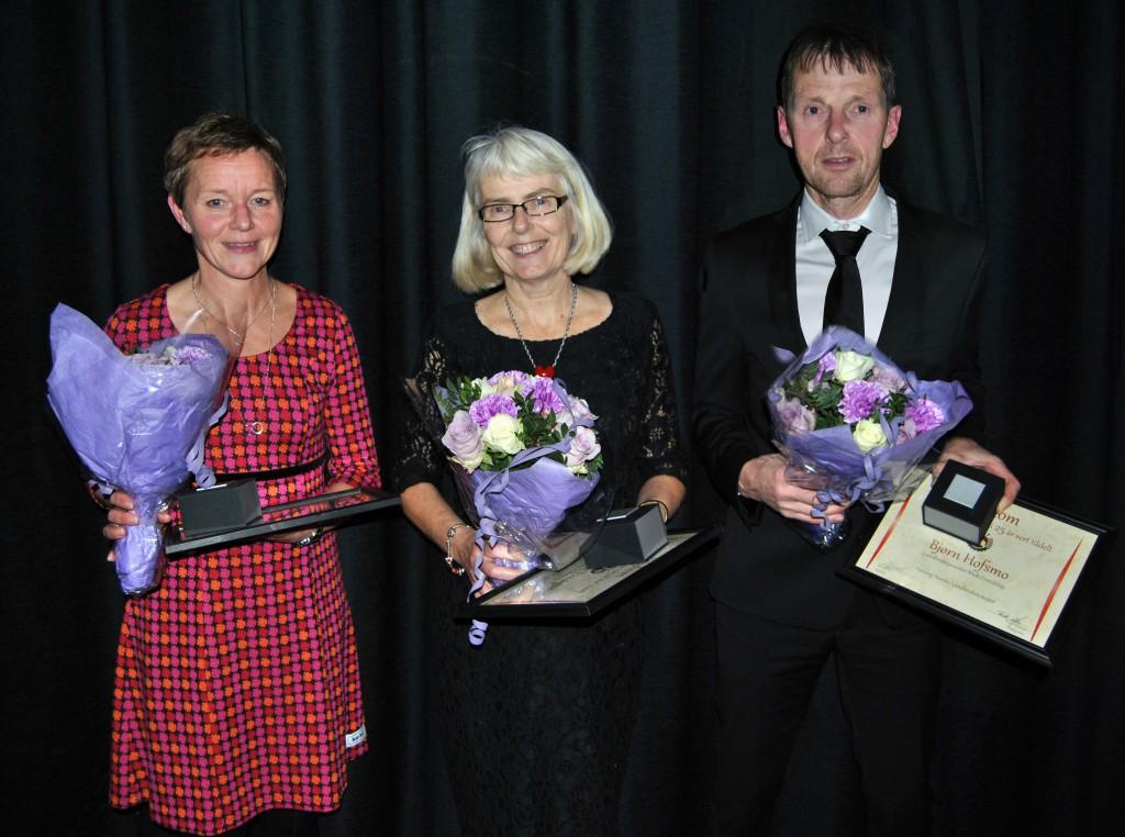 Pris for lang og tru teneste vart tildelt (f.v.) Kari Stokkebekk, Valborg N. Lindgren og Bjørn Hofsmo. Foto: NLT